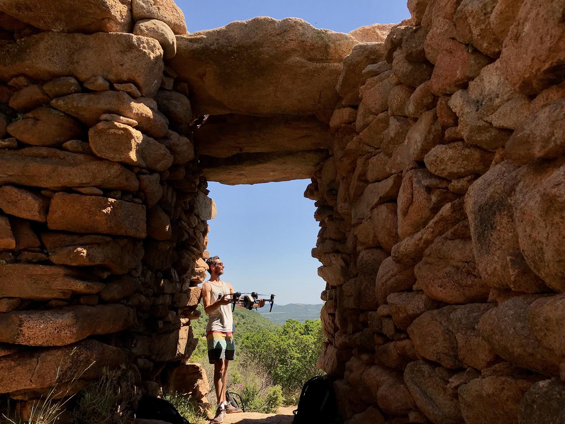 Formation-Drone-chateau-megalitique