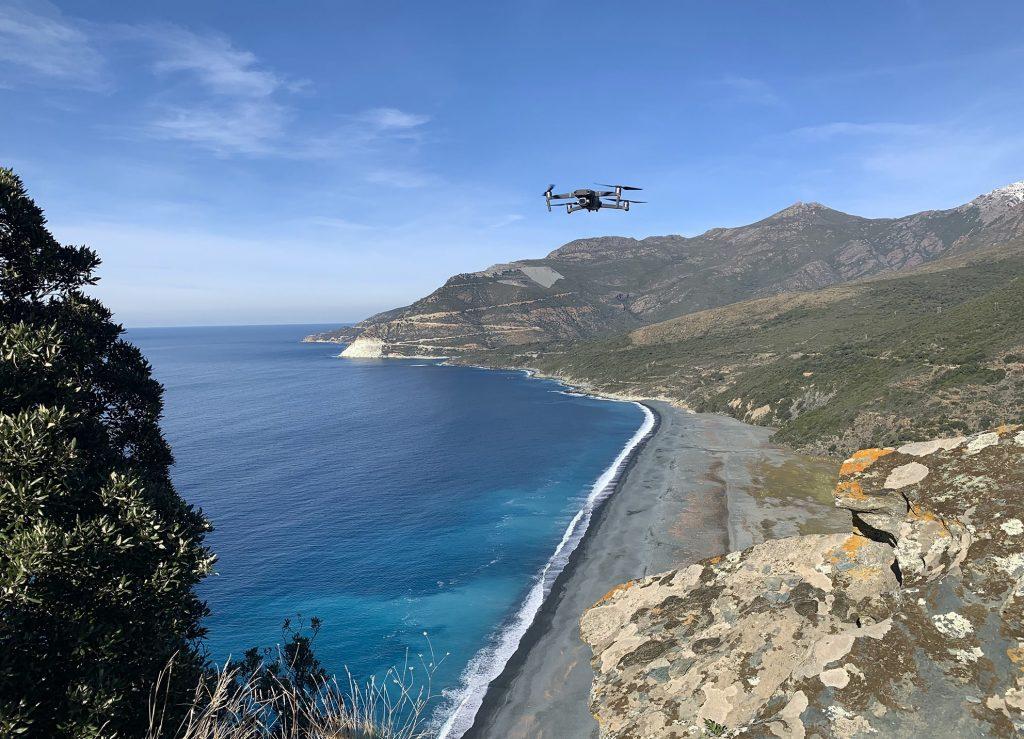 Drone-en-vol-à-Nonza-min