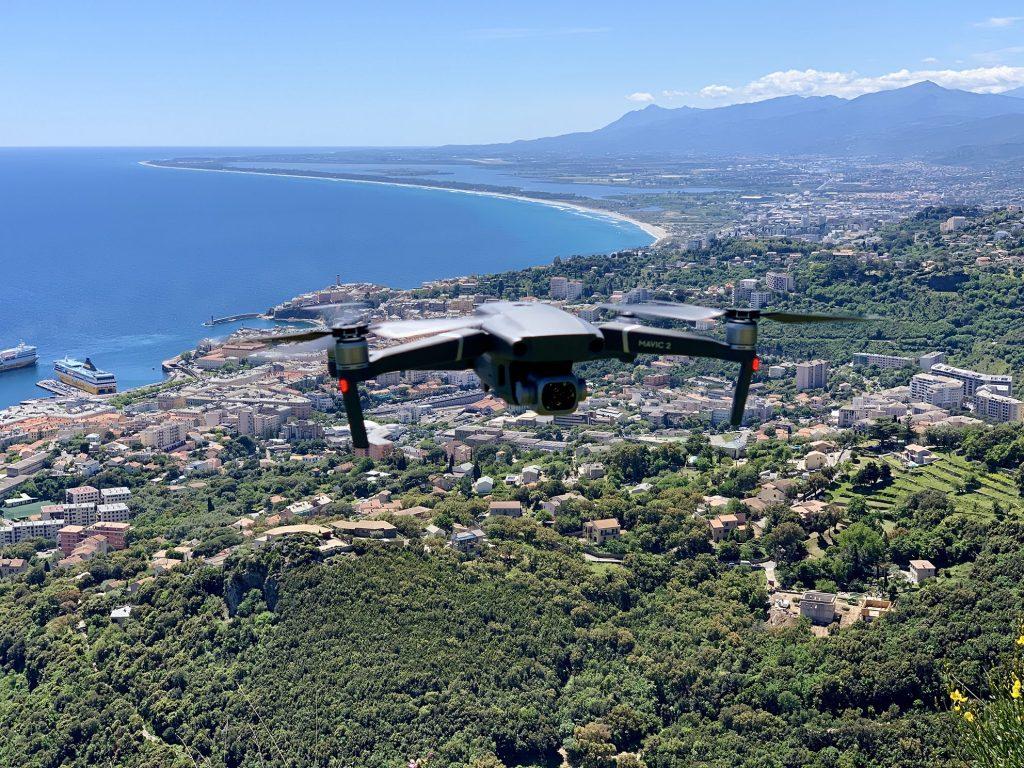 Drone en vol hauteur de bastia